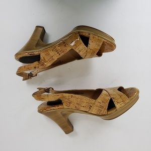 Sofft patent leather cork pattern wood grain heels
